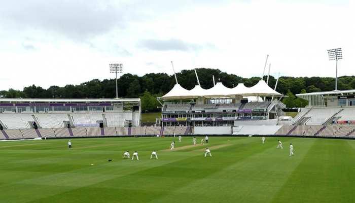 इंग्लैंड क्रिकेट टीम ने साउथैम्पटन में दिया सोशल डिस्टेंसिंग का संदेश, देखिए तस्वीर