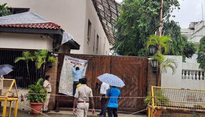 जलसा के आसपास का पूरा इलाका कंटेनमेंट जोन घोषित, BMC ने लगाया बैनर