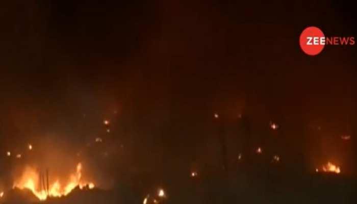 दिल्ली के शाहबाद इलाके में लगी भीषण आग, 70 झुग्गियां जलकर खाक