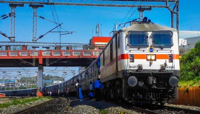 बड़ा कीर्तिमान रचने की राह पर इंडियन रेलवे, 3.5 सालों में पूरा करेगी ये लक्ष्य