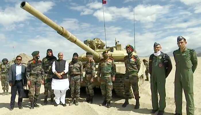 दो रोज़ा दौरे पर लद्दाख पहुंचे राजनाथ सिंह, साथ हैं CDS रावत और आर्मी चीफ नरवणे