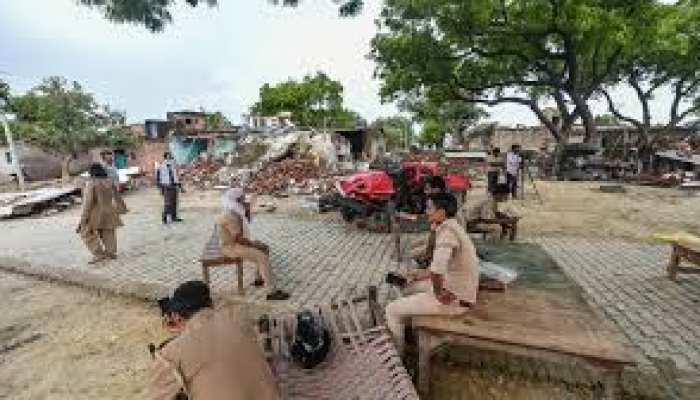 Kanpur Shootout: हत्याकांड में शामिल गैंगस्टर्स की बीवियों को भी नहीं छोड़ेगी UP पुलिस