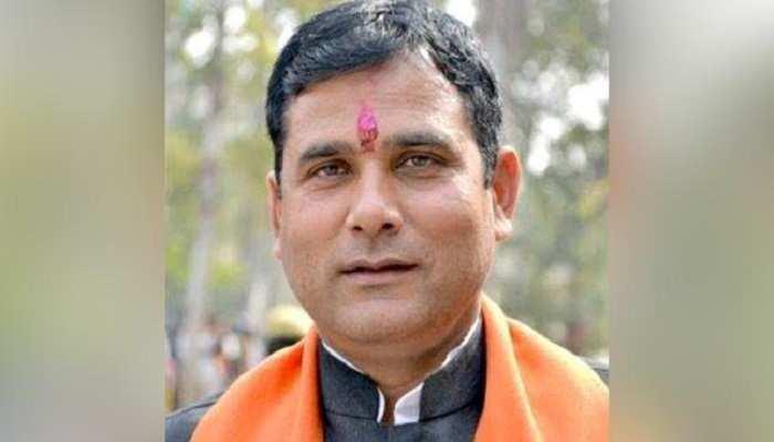 BJP विधायक ने लॉकडाउन का उल्लंघन कर शिव पूजा की, न मास्क लगाया, न ही सोशल डिस्टेंसिंग दिखी