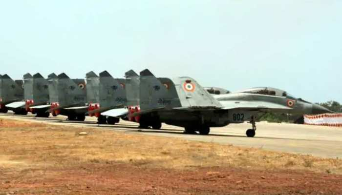 चीन से तनातनी के बीच, 0 से माइनस 50 डिग्री तक में तैनाती के लिए भारतीय वायुसेना की तैयारी
