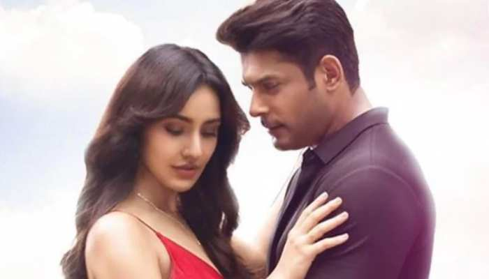 नेहा शर्मा के साथ रोमांस करते नजर आ रहे सिद्धार्थ शुक्ला