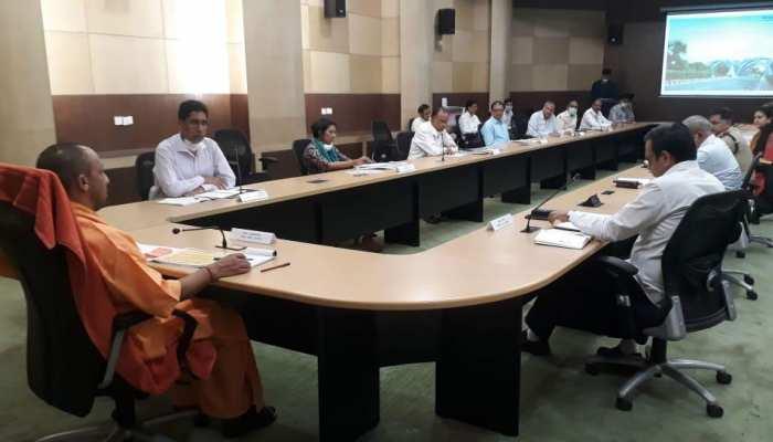 गोरखपुर में कोरोना को लेकर CM योगी का अधिकारियों को निर्देश, रोज कराएं 1 हजार रैपिड टेस्ट