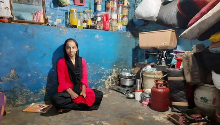 फैज़िया ने 12वीं में हासिल किए 96% नम्बर, आगे की पढ़ाई के लिए अड़चन बन रही गरीबी