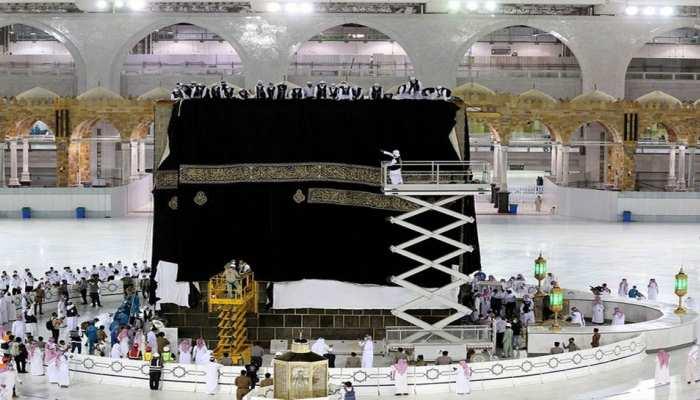 Saudi Arabia The Holy Kaaba gets a new Kiswa watch photos
