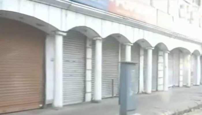 धनबाद में कोरोना संक्रमण को बढ़ते देख प्रशासन सख्त, सील हुए कई दुकान