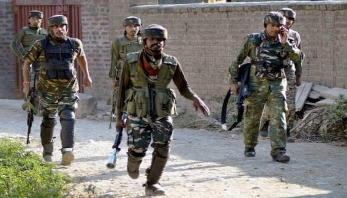J&K: आतंकवादियों ने आर्मी की गाड़ी में लगाई आग, सैनिक को किया अगवा, सेना कर रही तलाश