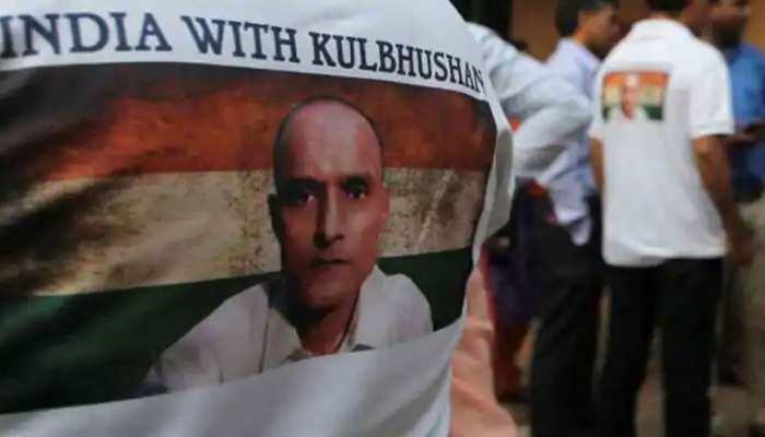 कुलभूषण जाधव को वकील मुहैया कराने के लिए PAK सरकार करे भारत से संपर्क: कोर्ट