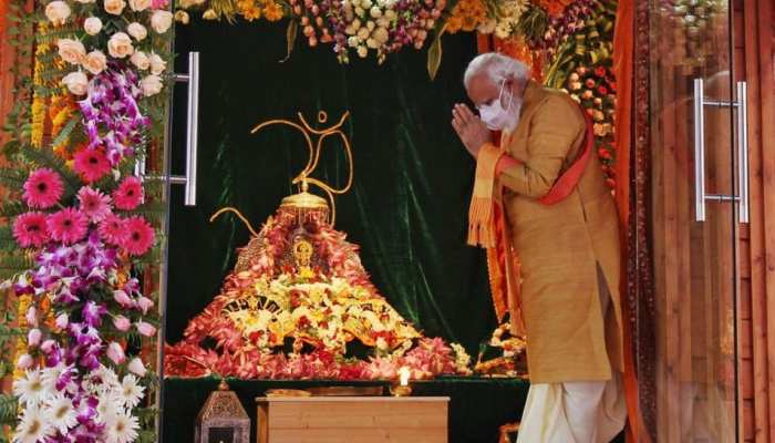 Ayodhya: PM Modi bowed down in front of Ramlala, see special photos