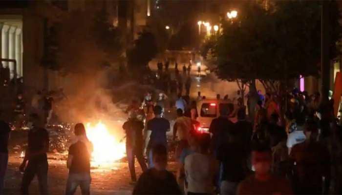 लेबनान में सरकार के खिलाफ फूटा लोगों का गुस्सा, कई जगह प्रदर्शन और आगजनी