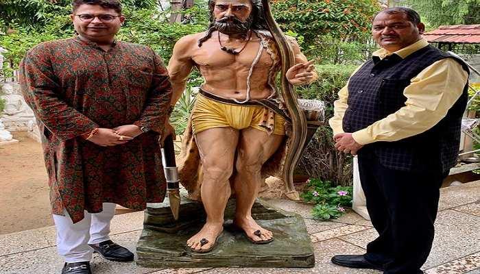 अखिलेश यादव का सियासी मास्टरस्ट्रोक, जब सबके हैं 'राम' तो समाजवादी पार्टी को याद आए 'परशुराम'