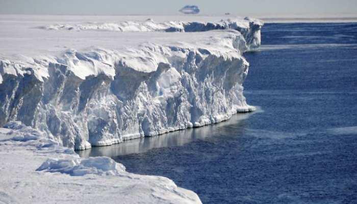 ग्लोबल वार्मिंग का असर, इस देश में अंतिम साबुत बची हिमचट्टान भी टूटी