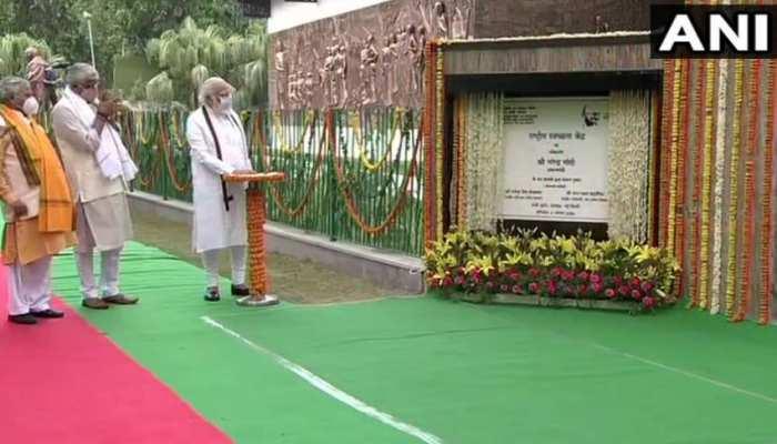 पीएम मोदी ने राजघाट पर किया राष्ट्रीय स्वच्छता केंद्र का उद्घाटन