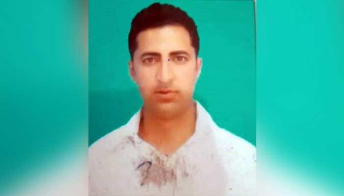 J&K: आतंकवादियों ने BJP कार्यकर्ता को मारी गोली, गंभीर हालत में अस्पताल में कराया भर्ती
