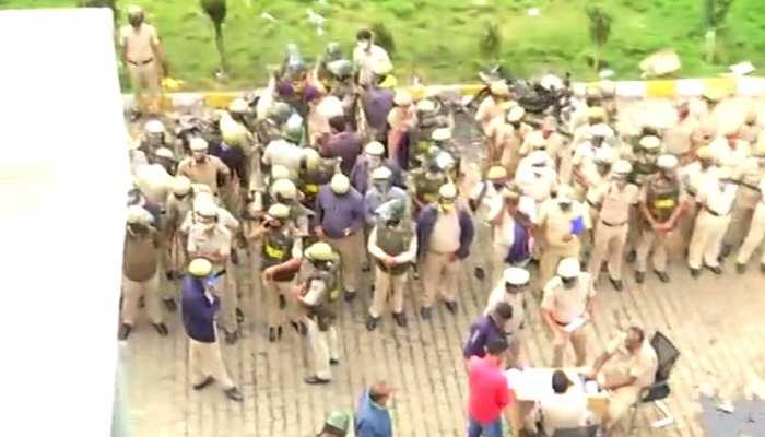 बेंगलुरु: फेसबुक पोस्ट को लेकर हुआ तशद्दुद, 3 लोगों की मौत, 60 पुलिस अहलकार ज़ख्मी