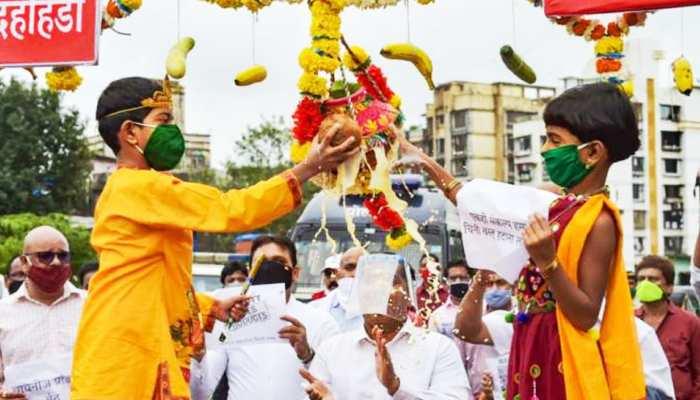 कोरोना के बावजूद लोगों में उत्साह बरकार, मुंबई में कुछ यूं हुआ दही हांडी का आयोजन
