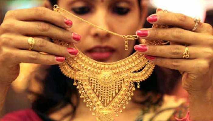 6000 रुपये गिरने का बाद आज महंगा हो सकता है सोना, जानिए क्या बन रहे हैं समीकरण