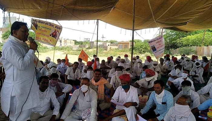 बाड़मेर: किसानों का आंदोलन ले रहा उग्र रूप, निकाली गई बड़ी रैली