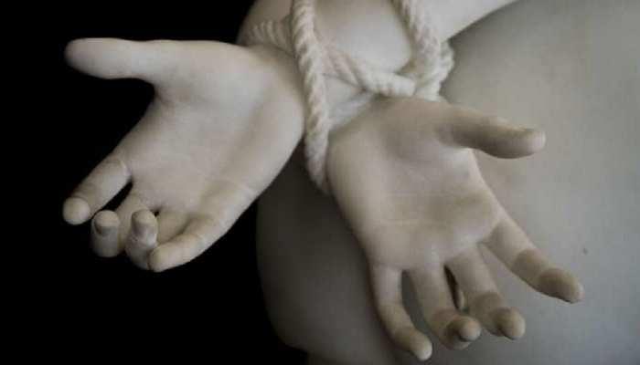 संभल: 8 साल की बच्ची की अपहरण के बाद हत्या, बोरी में मिला शव, परिजनों को रेप की आशंका
