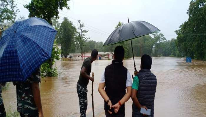 CG के बीजापुर में 8 दिन की बारिश ने मचाई तबाही, घरों में घुसा पानी, सड़कों पर आई बाढ़