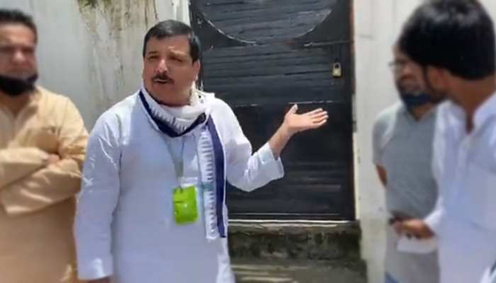 AAP के लखनऊ दफ्तर पर लगा ताला, संजय सिंह का CM योगी से सवाल- तानाशाही और डंडे से चलाएंगे UP?
