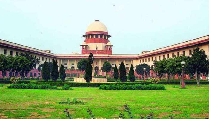 ऑनलाइन सुनवाई में फिर टूटी ड्रेस कोड की मर्यादा, SC ने वकील को लगाई फटकार