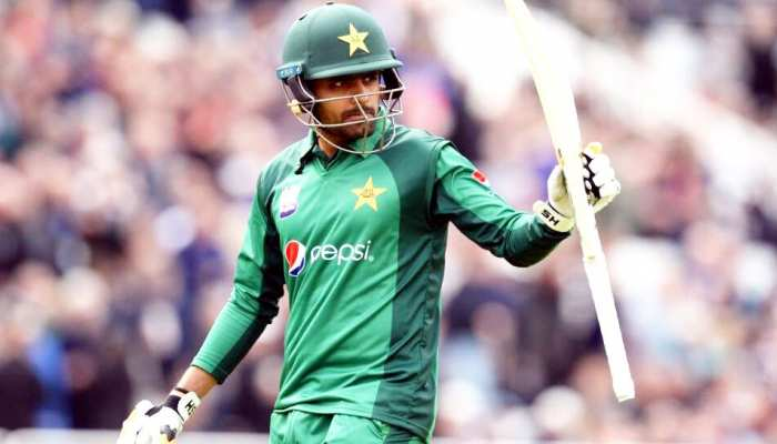 पाकिस्तान के इस स्टार बल्लेबाज ने धोनी को खास अंदाज में दी रिटायरमेंट की बधाई
