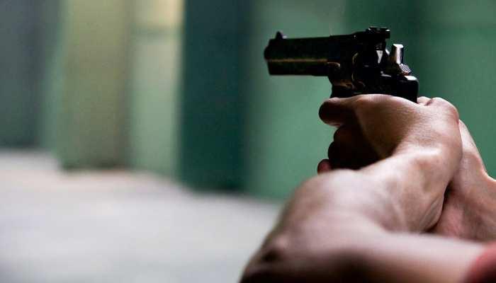 बाइंडिंग कारोबारी की सिर पर गोली मारकर हत्या, घटनास्थल पर मिले दो गिलास और बीयर की बॉटल