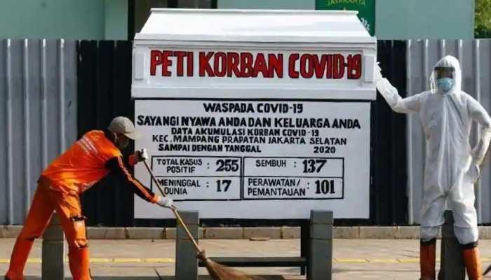 कोरोना: इस शहर में खतरों से लोगों को जागरूक कर रहा खास 'ताबूत'