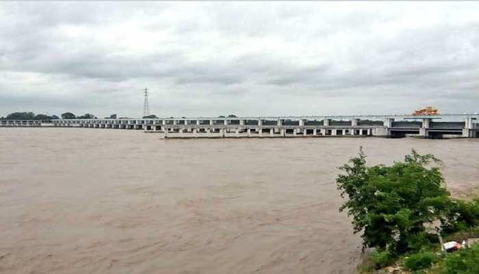 बिहार: बगहा में गंडक नदी में कटाव हुआ तेज, लोगों में दहशत का माहौल