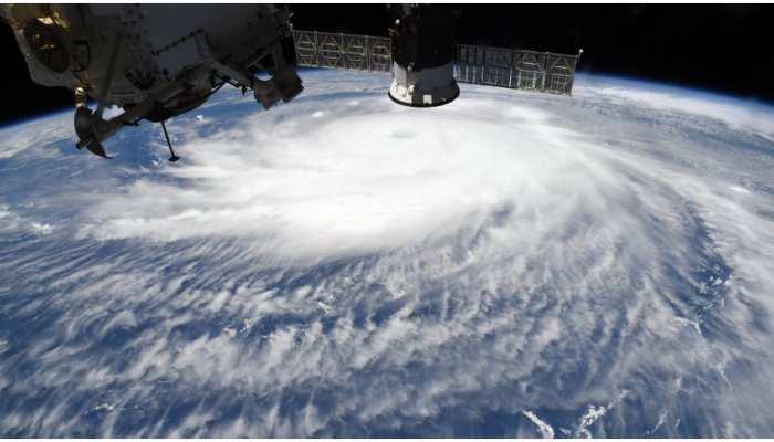 आखिर क्या है 140 मील की रफ्तार से अमेरिका में आया लॉरा तूफान? NASA ने शेयर कीं डरावनी तस्वीरें