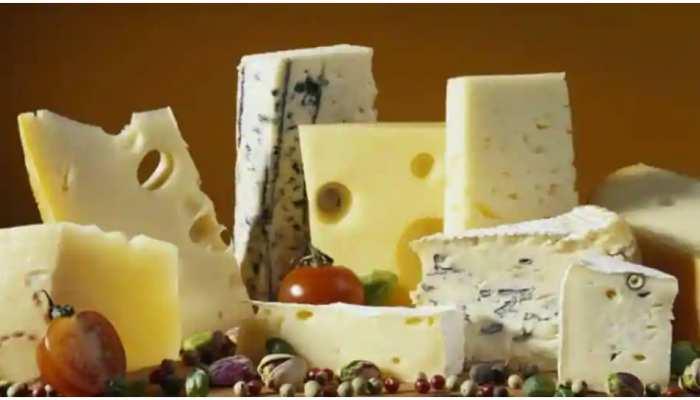 सावधान! Cheese का सेवन करने से हुई 10 लोगों की मौत, चल रही है जांच