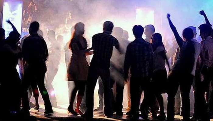 गाजियाबाद: कोरोना काल में पार्टी करना पड़ा भारी, रेड में 19 युवक गिरफ्तार