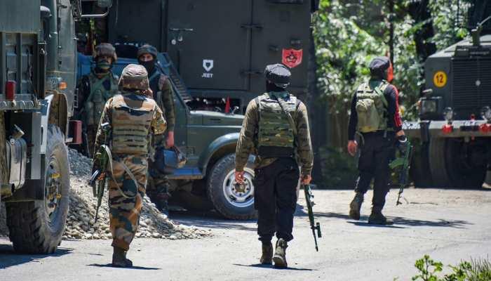 जम्मू-कश्मीर: पुलवामा में सुरक्षाबलों ने 3 आतंकियों को मार गिराया, एक जवान शहीद