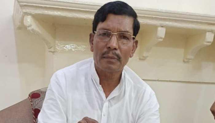 अलीगढ़: ग्राम प्रधान ने BJP सांसद पर लगाए गंभीर आरोप, मांगी इस्लाम अपनाने की इजाजत