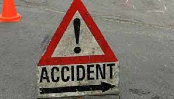 बहराइच: ट्रक में घुसी ट्रैवलर गाड़ी, हादसे में 5 की मौत, 6 की हालत गंभीर