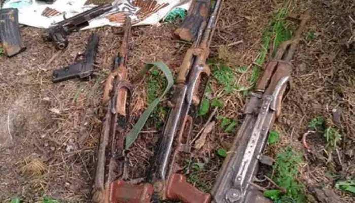 बारामूला में आतंकियों के दो ठिकानों का भंडाफोड़, मिले ये खतरनाक हथियार