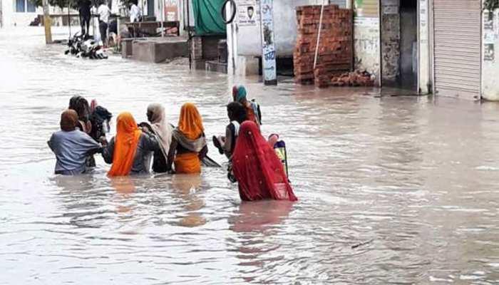 जालोर में बारिश से पुराने भवन हुए धराशाई, दो अन्य मकानों के गिरने का अंदेशा