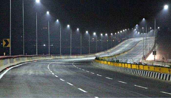 'गड्ढों के बीच सड़कों' के लिए चर्चित बिहार के टोलों तक बनी सड़क: नंदकिशोर यादव