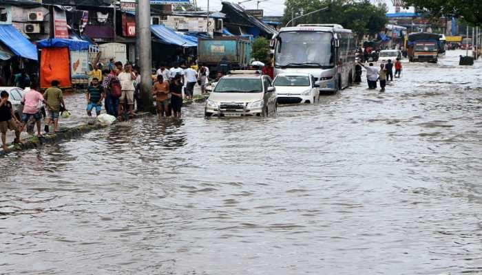 सावधान! MP में भारी तबाही के बाद भी नहीं थमा बारिश का कहर, 12 जिलों में अलर्ट जारी