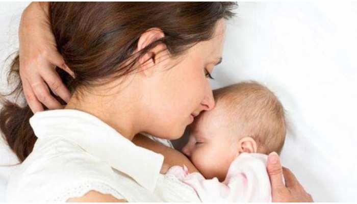 अपने बच्चे को Breastfeed करवा रही हैं तो खान-पान से तुरंत हटा दें ये चीजें