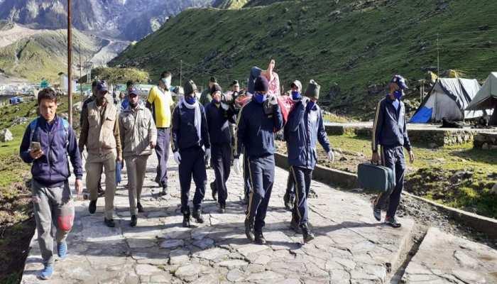 केदारनाथ में 3 माह से धरना दे रहे तीर्थ पुरोहित की बिगड़ी तबीयत, एयर एम्बुलेंस से लाया गया ऋषिकेश
