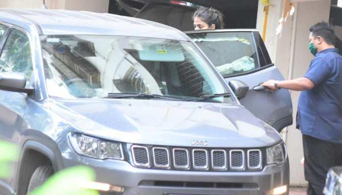 रिया चक्रवर्ती से तीसरे दिन की पूछताछ जारी, आज हो सकती है गिरफ्तारी