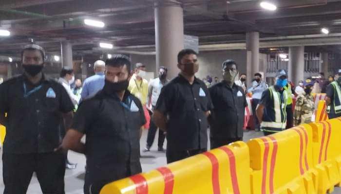 मुंबई पहुंची कंगना रनौत, एयरपोर्ट पर हिमायत और मुखालिफत में हो रहे प्रोटेस्ट