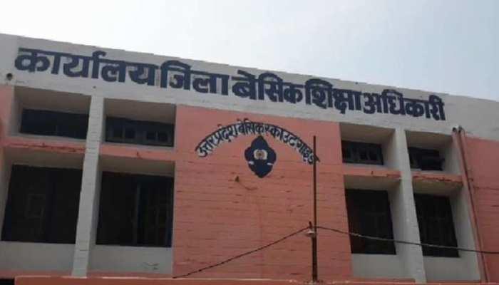 बेसिक शिक्षा में पिछड़े इन 15 जिलों की ली जाएगी खबर, गोरखपुर और सिद्धार्थनगर से जांच शुरू
