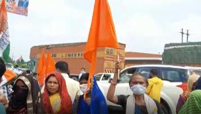 पेंशन मिलेगी; शौचालय बनाए जाएंगे! बोलकर कांग्रेस ने रैली में जुटाई महिलाओं की भीड़