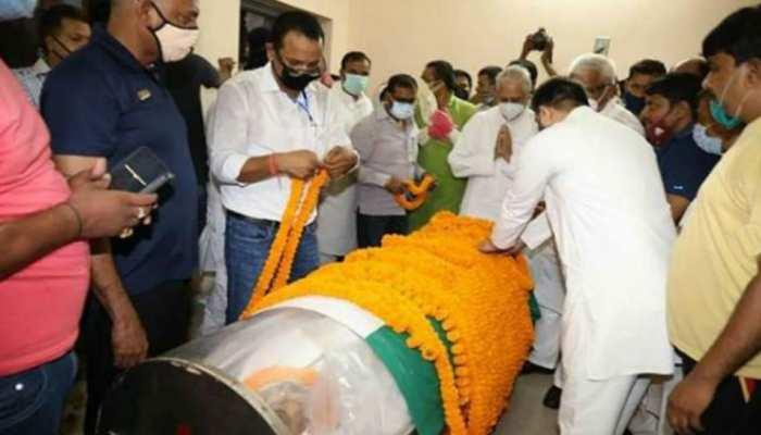 अंतिम यात्रा पर निकला रघुवंश प्रसाद का पार्थिव शरीर, हसनपुर घाट पर होगा अंतिम संस्कार